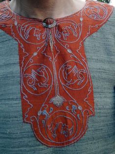 Lovely embroidered collar - 12th C