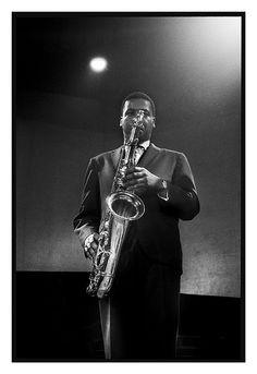 Wayne Shorter at Sanremo (Italy), 1963 (With Jazz Messengers) photo by Roberto Polillo Jazz Artists, Blues Artists, Jazz Musicians, Jazz Cat, Wayne Shorter, Music Down, Sax Man, Saxophone Players, Classic Jazz