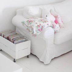 Eplekasse med hjul Toddler Bed, Armchair, Sweet Home, Couch, Living Room, Bedroom, Potato, Inspiration, Furniture