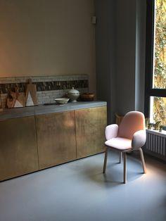 Fauteuil Jaime Hayon pour Fritz Hansen - Salone del Mobile 2015 - Showroom Milan http://www.madeindesign.com/b-fritz-hansen.html