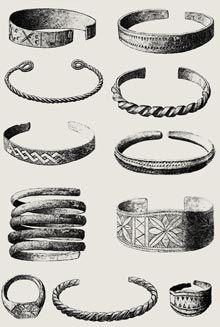 Bransoletki i pierścienie dawnych pochówków 12-14 wieków.