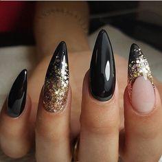 Black and gold stiletto nails art White And Silver Nails, Black Nails With Glitter, Silver Nail Art, Glitter Nail Art, Black Gold, Nail Black, Black White, Glitter Boots, Gold Stiletto Nails
