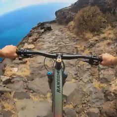 Downhill Bike, Mtb Bike, Tatuagem Thunderbird, Dirt Bike Videos, Montain Bike, Bmx Cruiser, Mtb Trails, Ride Out, Beautiful Places To Travel