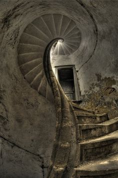Amazing spiral staircase in old abandoned Castle. Gothic Architecture, Amazing Architecture, Interior Architecture, Abandoned Buildings, Abandoned Places, Take The Stairs, Stairway To Heaven, Monuments, Stairways
