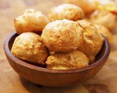 Gougères allégées : http://www.fourchette-et-bikini.fr/recettes/recettes-minceur/gougeres-allegees.html