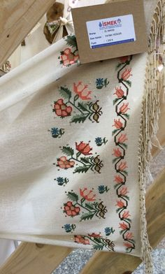 This Pin was discovered by geo Cross Stitch Borders, Cross Stitch Patterns, Embroidery Suits, Linen Napkins, Bargello, Needle And Thread, Handicraft, Cross Stitch Embroidery, Needlepoint