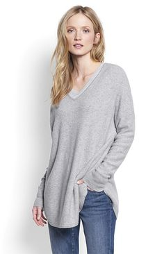 Beautiful lines and luxurious cashmere converge in this elegant women's pullover sweater.