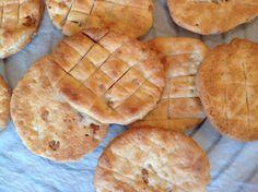 Křupavé škvarkové placky Slovak Recipes, Ciabatta, Apple Pie, Quiche, Ham, Pizza, Food And Drink, Bread, Baking