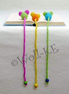 Lesezeichen Maus Neonfarben Filz Leseratte Knitting PatternsKnitting For KidsCrochet PatronesCrochet Ideas Crochet Bookmark Pattern, Crochet Bookmarks, Crochet Books, Love Crochet, Crochet Crafts, Crochet Projects, Sewing Crafts, Knit Crochet, Diy Crafts