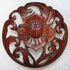 1900s carved wood button