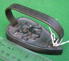 Antique Iron, Vintage Iron, Irons, Laundry Room, Sad, Collections, Bathroom, Retro, Sewing