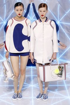 #obsessed I'm getting a retro Olympic vibe. Anya Hindmarch Spring 2016 Ready-to-Wear Fashion Show