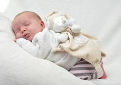Love for your newborn baby is the greatest gift that you can give your infant boy or girl. This will teach you how to care for and give your child the very best that he or she DESERVES. Newborn Baby Care, Newborn Babies, Newborns, Baby Care Tips, Baby Tips, Baby Birthday, Birthday Cakes, Newborn Photography Tips, Best Baby Blankets