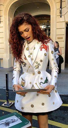 Zendaya Coleman News Mode Zendaya, Zendaya Outfits, Zendaya Style, Zendaya Red Hair, Zendaya Clothes, Zendaya Coleman, Pretty People, Beautiful People, Street Style
