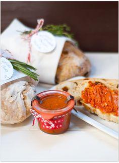 Ciabatta und Tomatenbutter