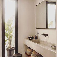 Y e s _________________________________ Genau so könnte ich mir unser Masterbad vorstellen  _________________________________ #inspo #inspirationeveryday #bathroom #bathroomdesign #badezimmer #waschbecken #naturstein #wohnen #einrichten #amaturen #interior #interiordesign #interior123 #interiør #renovierung #hauskauf #hausumbau2018 #hausumbau #bauherren2018 #bauherren #solebich #wohnklamotte #wohnkonfetti #interiordetails #architecture #badezimmerideen #dekoration #plantsofinstagram