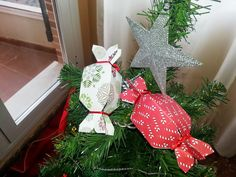 Regalos de Navidad #wrapping #christmas #packaging #scrapbooking Christmas Ornaments, Holiday Decor, Home Decor, Christmas Presents, Crates, Decoration Home, Room Decor, Christmas Jewelry, Christmas Decorations