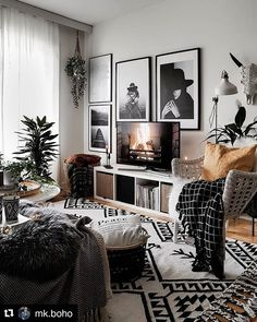 33 Charming Rustic Living Room Wall Decor Ideas for a Fabulous Relaxing Space - The Trending House Living Room Inspo, Home Living Room, Room Design, Interior, Home, Apartment Decor, Interior Design, Living Decor, Home And Living