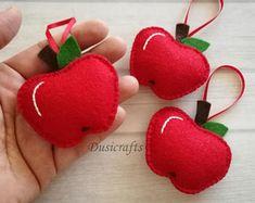 Ornamento di Apple di feltro di lana, regalo di Apple, mela di Natale, decorazioni di Apple, rosso o verde mela, charm borsa di Apple, torna a regalo scolastico
