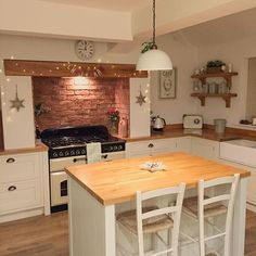 30 Designs Perfect for Your Little Kitchen area Tidy Kitchen, New Kitchen, Kitchen Dining, Kitchen Decor, Cottage Kitchens, Home Kitchens, Small Room Bedroom, Country Kitchen, Interior Design Living Room