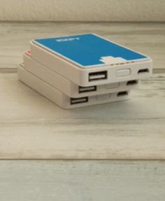 Modulo is a credit card-sized portable charger that can power any USB device, wherever you go.