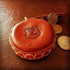 16 отметок «Нравится», 2 комментариев — Алексей Железников (@zheleznikoff) в Instagram: «Монетница из кожи 👛 #монетницаизкожи #монетница #натуральнаякожа #кожа #leather #handmade…»