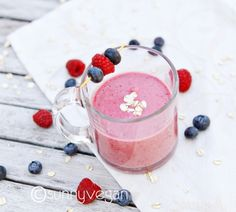 berry oat detox smoothie Berries, oats and water/almond milk
