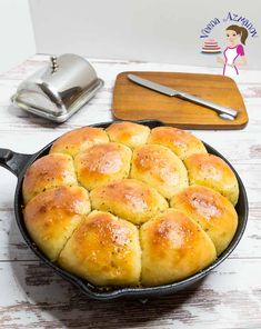 If you love garlic and bread then these garlic dinner rolls are a must-try recipe. Light and fluffy as a cloud but rich and fragrant as garlic. A simple and easy recipe that takes 20 minutes to prep, 20 minutes to bake with some proofing time in between. Dinner Rolls Easy, Fluffy Dinner Rolls, Easy Rolls, Homemade Dinner Rolls, Dinner Rolls Recipe, School Rolls Recipe, Herb Rolls Recipe, Homemade Yeast Rolls, Homemade Dinners