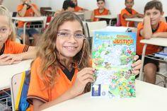 Brasilzinho Cartilha da Justiça é entregue a alunos de Guaratuba (PR)