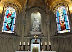 Église Notre-Dame-de-Compassion .  Paris XVIIème.
