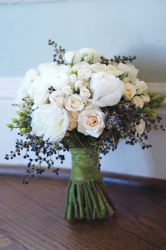 blush, ivory and blue bouquet with berries // Pinned by Dauphine Magazine, curat. - blush, ivory and blue bouquet with berries // Pinned by Dauphine Magazine, curated by Castlefield ( - Floral Wedding, Wedding Colors, Trendy Wedding, Blue Wedding, Blue Bridal, Elegant Wedding, Bouquet Bleu, Navy Bouquet, Lavender Bouquet