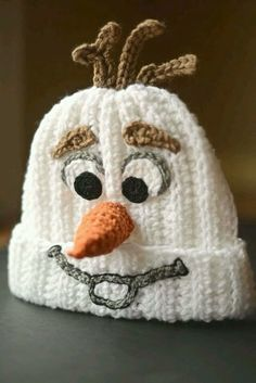 Homemade Crocheted Olaf Hat - Knitting and Crochet Olaf Crochet, Crochet Kids Hats, Crochet Beanie, Knit Or Crochet, Crochet Crafts, Crochet Projects, Free Crochet, Knitted Hats, Disney Crochet Hats