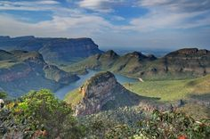 Stunning picture from God's Window at Blyde River Canyon in South Africa with Nomad Adventure Tours Places To Travel, Places To See, Beautiful Landscape Pictures, Visit South Africa, Out Of Africa, Adventure Tours, Beautiful Places To Visit, Africa Travel, What A Wonderful World