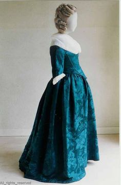 Robe à l'anglaise, The Netherlands, 1780-1795. Blue silk damask with floral pattern. #FashionHistory