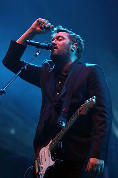 This man makes some of the sweetest music you'll ever hear. Guy Garvey, you are a legend. Music Happy, My Music, My Guy, This Man, Elbow Band, Guy Garvey, Alternative Rock Bands, Dance The Night Away, Great Bands