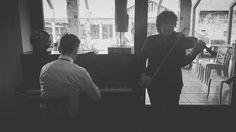 Неочакван обеден концерт на цигулка и пиано в ресторант-Галерия на артхотел Каза Арт днес. Мили гости очаровани от храната и въодушевени от невероятната уникална обстановка в ресторанта подариха на останалите гости за обяд и на нас екипа на Каза Арт - прекрасна музика!
