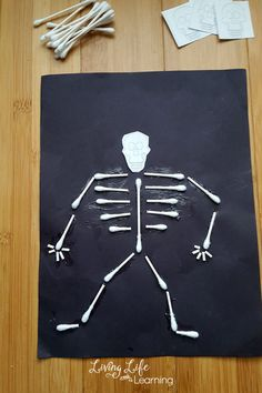 Skeleton Craft for Kids Learn about the human body& skeletal system and make it come alive with these cotton swab skeleton craft for kids, a fun way to learn about bones. The Human Body, Human Body Bones, Human Body Science, Human Body Activities, Health Activities, Toddler Activities, Fun Activities, Human Skeleton For Kids, Human Body Crafts For Kids