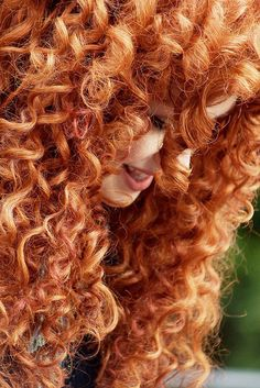 Merida - that hair though! Disney Aesthetic, Princess Aesthetic, Beautiful Red Hair, Beautiful Redhead, Curly Hair Styles, Rides Front, Disney Face Characters, Disney Cosplay, Ginger Hair