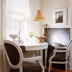 LOVE this look for the nook in my living room