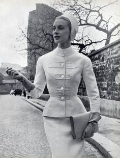 Vintage Fashion by Givenchy * Photo by Philippe Pottier 1953 Barbie Vintage, Vintage Fashion 1950s, Vintage Couture, Retro Fashion, 1950 Style, Moda Vintage, Vintage Mode, Givenchy Couture, Anos 60