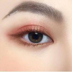 Eye Makeup Tips – How To Apply Eyeliner – Makeup Design Ideas Korean Makeup Look, Asian Eye Makeup, Dramatic Eye Makeup, Eye Makeup Steps, Colorful Eye Makeup, Natural Eye Makeup, Asian Makeup Trends, Simple Makeup, Natural Beauty