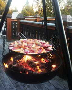 Maks utekos og deilig mat med bålpanne - Billig byggevarehandel Outdoor Spaces, Outdoor Living, Outdoor Decor, Fake Fireplace, Outdoor Gardens, Nom Nom, Food And Drink, Cottage, Bolivia