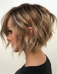 38 Trendy Inverted Short Bob Haircuts Haare Bob Hairstyles back view Short Bob Cuts, Short Hair Cuts For Women, Girl Short Hair, Short Bob Styles, Short Choppy Bobs, Short Textured Bob, Short Short Hair, Colored Short Hair, Beach Waves For Short Hair