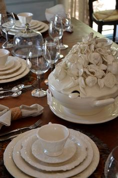 """Another pinner said, """"Isn't this the most amazing soup tureen in the world? I want two!"""""""