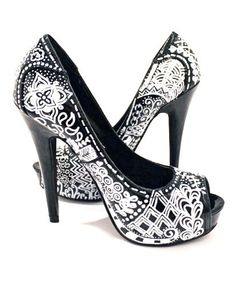 @Julie Forrest Forrest Cates - I know that youre not big on high heels, but I thought these zentangle shoes were pretty darn amazing! Oh the possibilities!