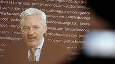 """Der WikiLeaks-Gründer Julian Assange hat zu seinem neuen rechtlichen Status Stellung genommen. """"Sieben Jahre lang ohne Anklage inhaftiert, indem meine Kinder erwachsen sind und mein Name verleumdet wurde. Ich weder verzeihe noch vergesse"""", schrieb er in seinem Twitter-Profil. In nächster Zukunft soll er eine ausführlichere öffentliche Erklärung machen."""