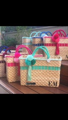 Old Sewing Machines, Embroidery Bags, Rope Basket, Leather Furniture, Black Box, Beach Sandals, Sisal, Design Crafts, Straw Bag