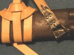 Detail der Knotung und der Schnalle mit Schnallenblech