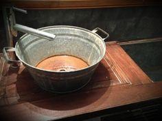 Me mató la originalidad de la bacha, pero más aún de la mesada del baño. #pelutop http://evpo.st/180dAdD
