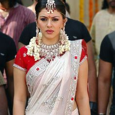 Checkout hansika motwani in white bridal georgette saree with heads and kundan work and paired with red designer short sleeves blouse Indian Bridal Sarees, Red Saree, Traditional Looks, White Bridal, Georgette Sarees, Bridal Make Up, Short Sleeve Blouse, Fashion Dresses, Actresses